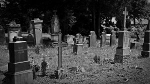 Auf einem abgelegenen Friedhof erwartet die Leichenräuber ihr Verhängnis...